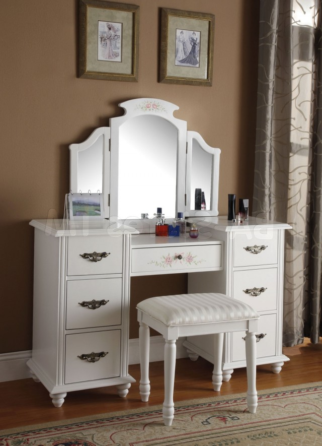 Antique Vanity Table With Mirror