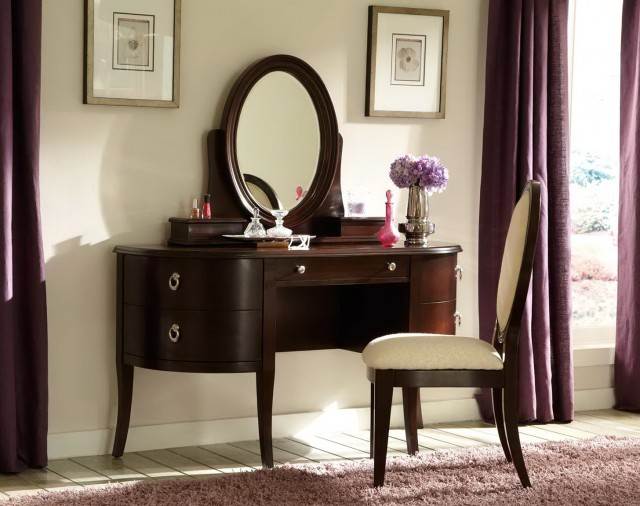 Dresser With Mirror And Chair