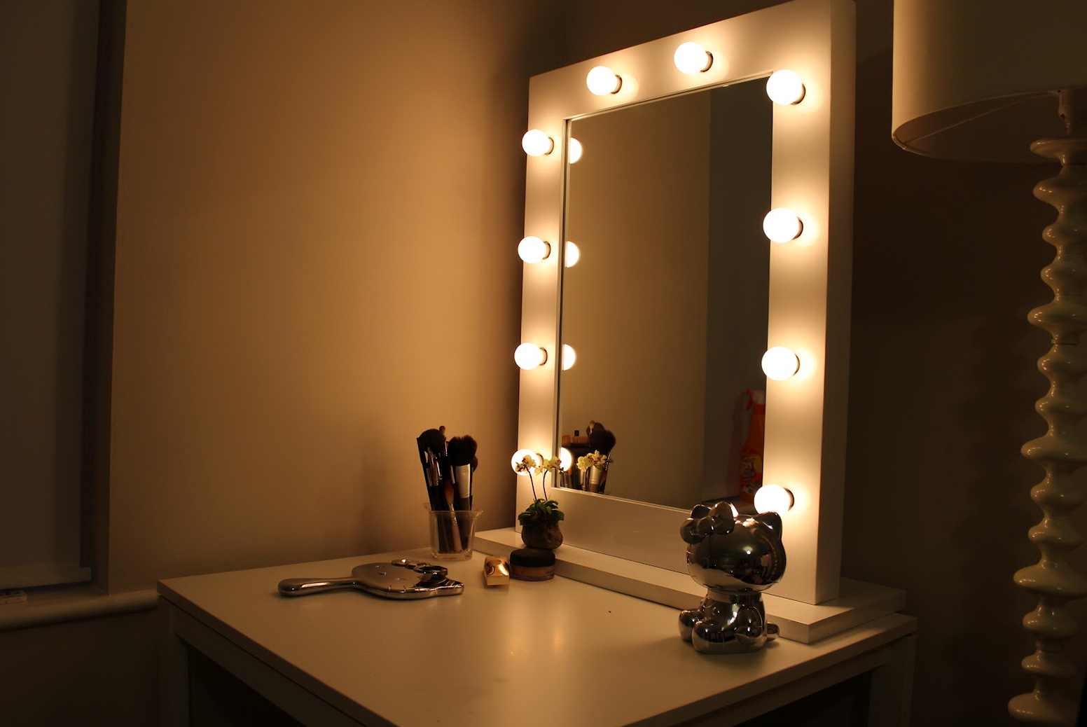 Lighted makeup mirror vanity home design ideas lighted makeup mirror vanity aloadofball Image collections