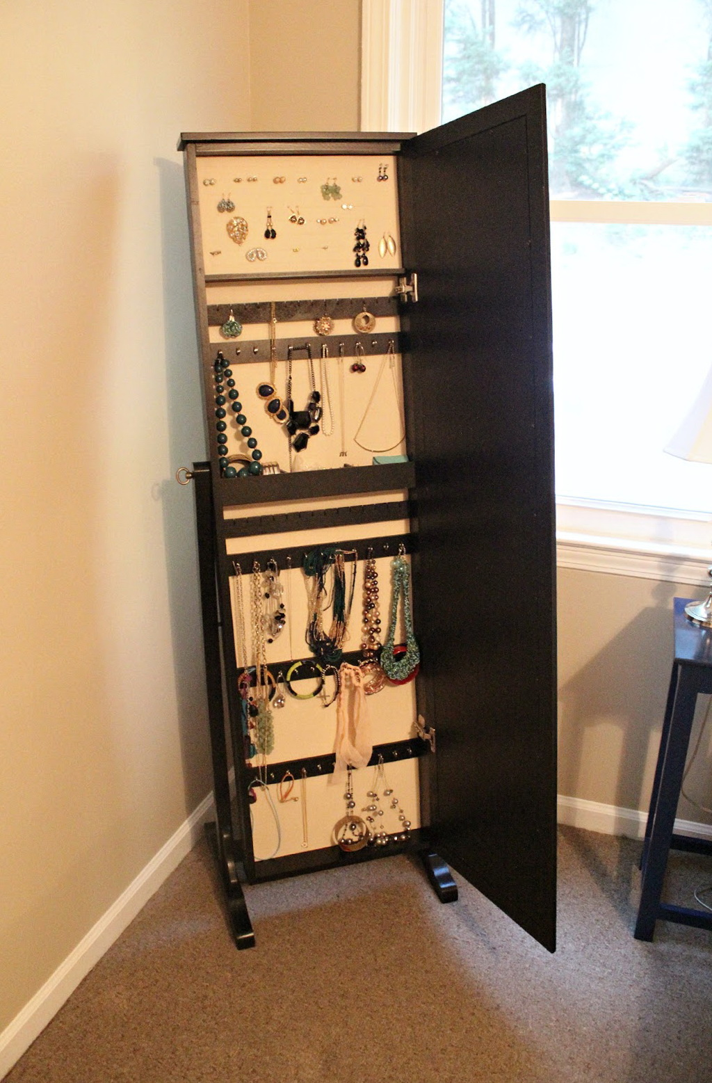 mirror jewelry armoire ikea home design ideas. Black Bedroom Furniture Sets. Home Design Ideas