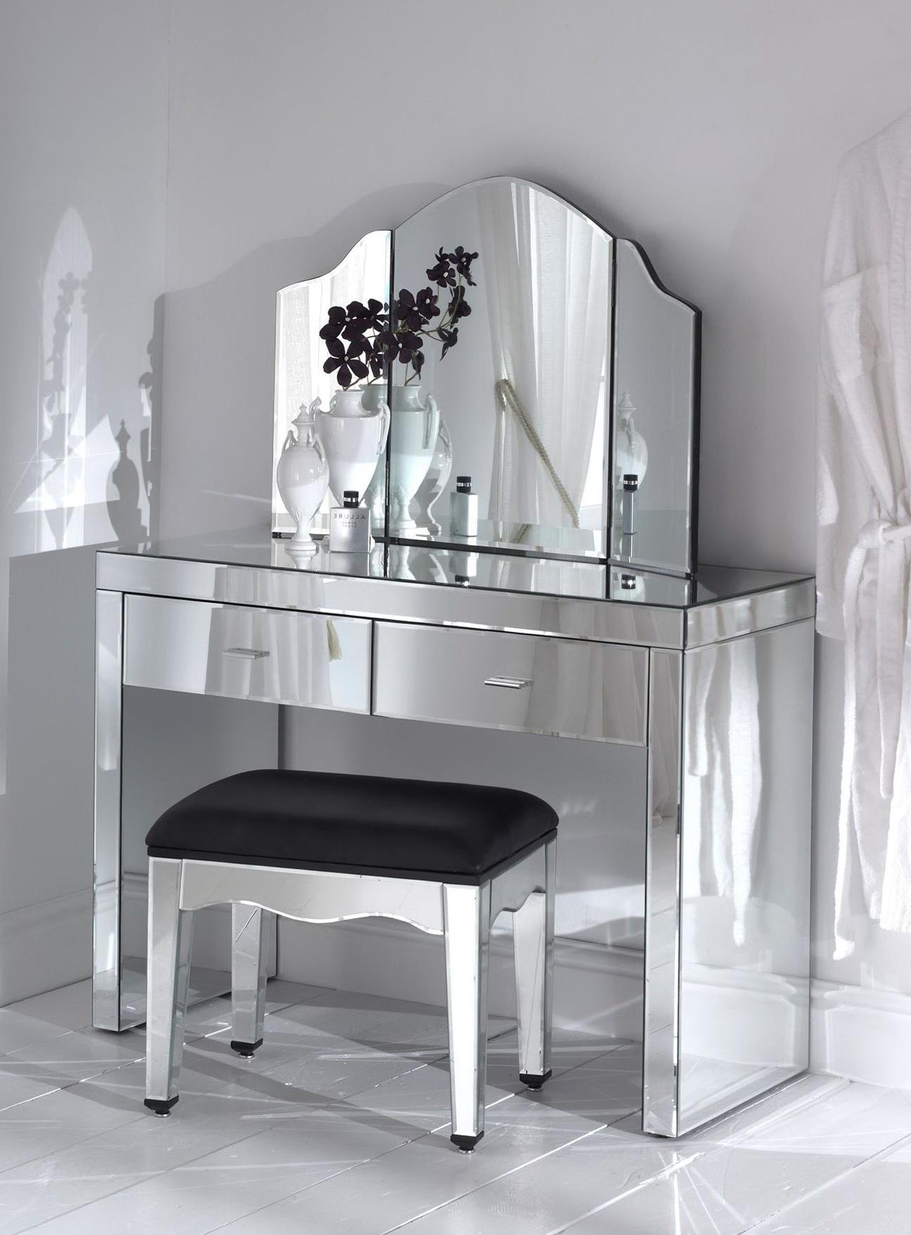 Lighted vanity mirrors for bedroom ideas 17 diy vanity for Schminktisch ikea weiay