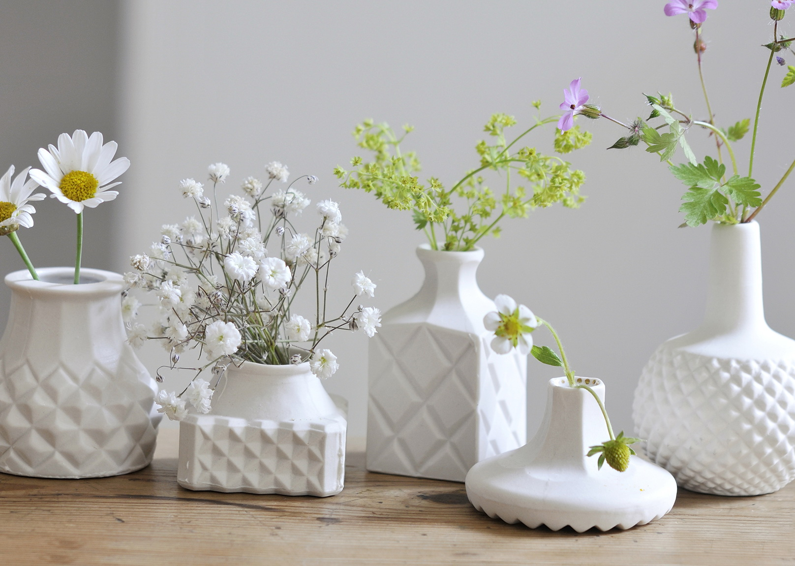 http://www.theenergylibrary.com/wp-content/uploads/2015/01/white-ceramic-vases-for-wedding.jpg