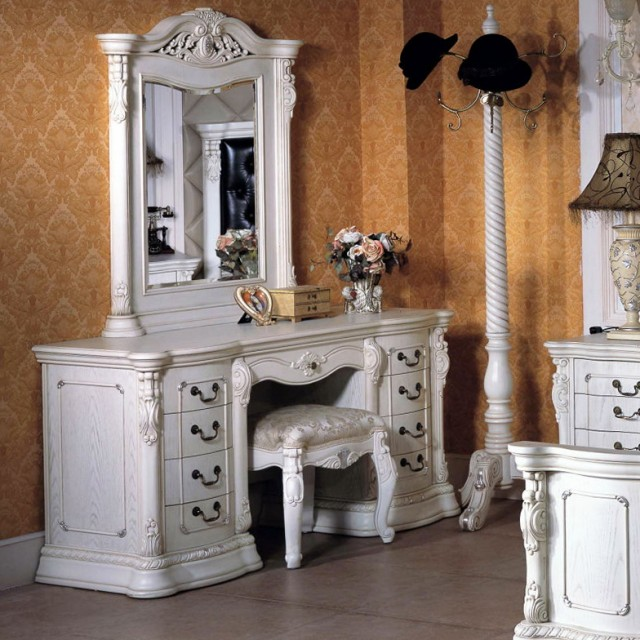 Dressers With Mirrors And Chair
