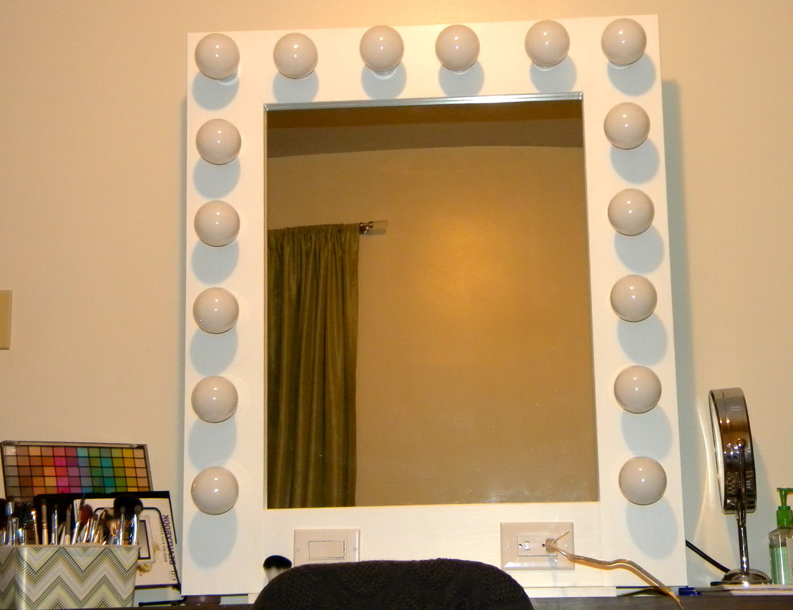 hollywood vanity mirror with lights ireland home design ideas. Black Bedroom Furniture Sets. Home Design Ideas
