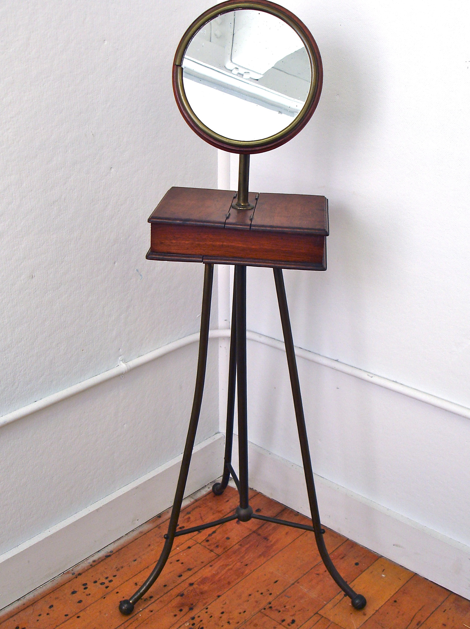 Make Up Mirror On Stand