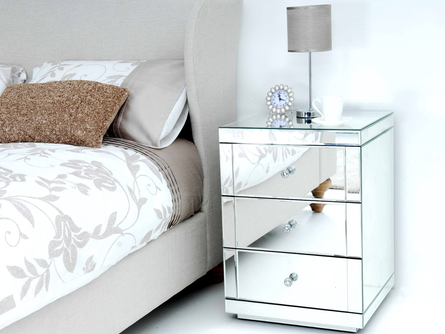 Mirrored bedside tables nz home design ideas for Mirror bedside cabinets
