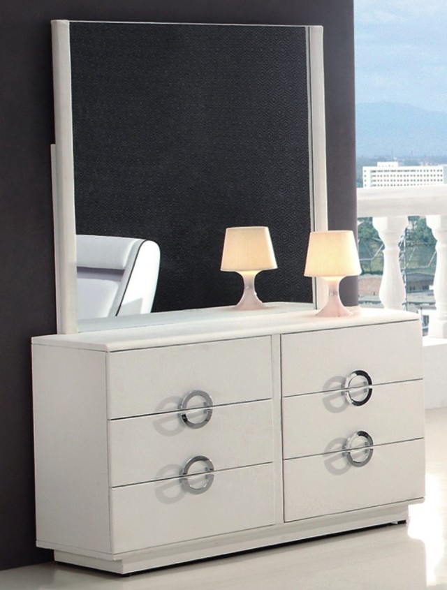 Modern Dressers With Mirrors