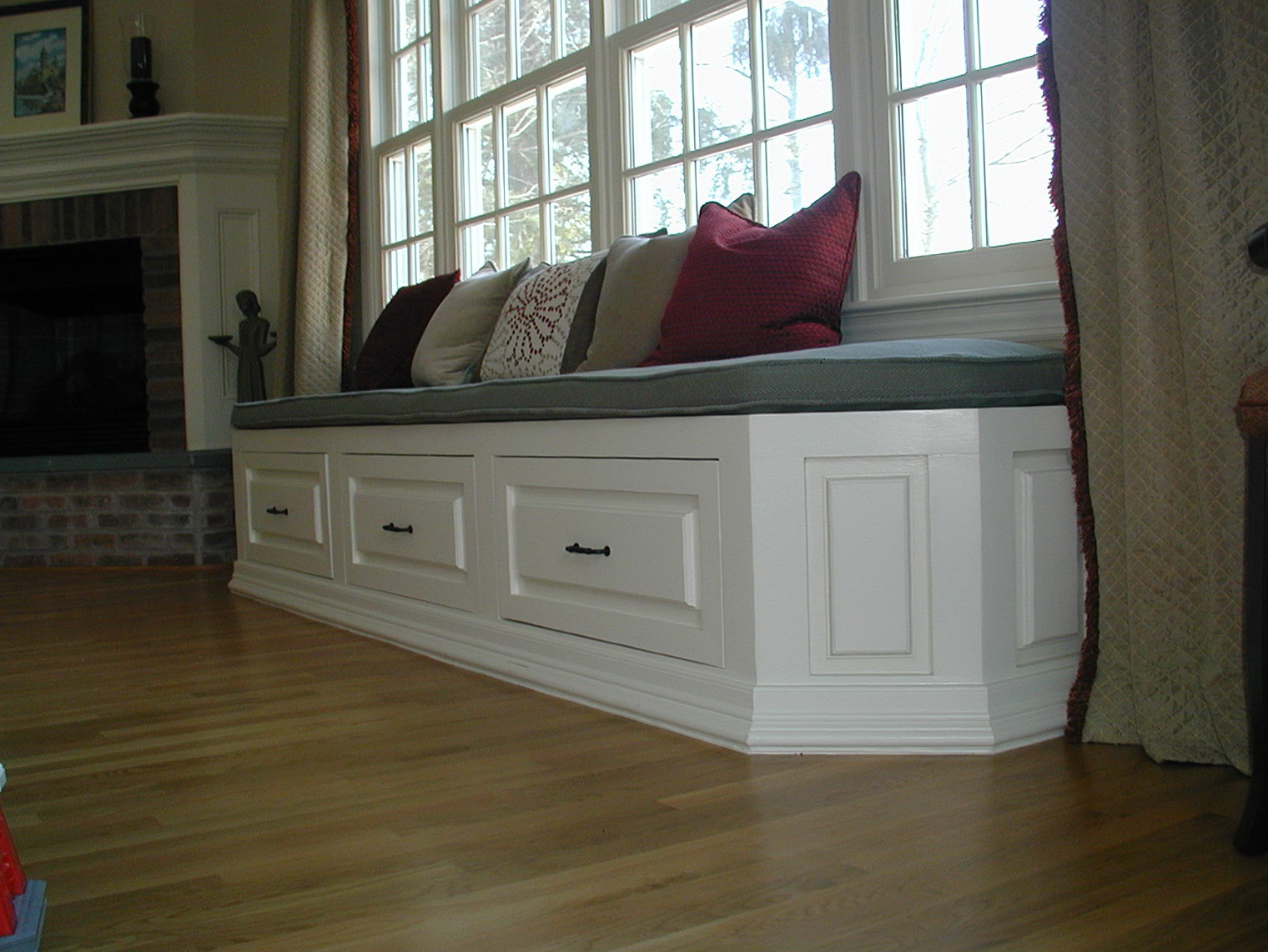 Bay Window Bench With Drawers