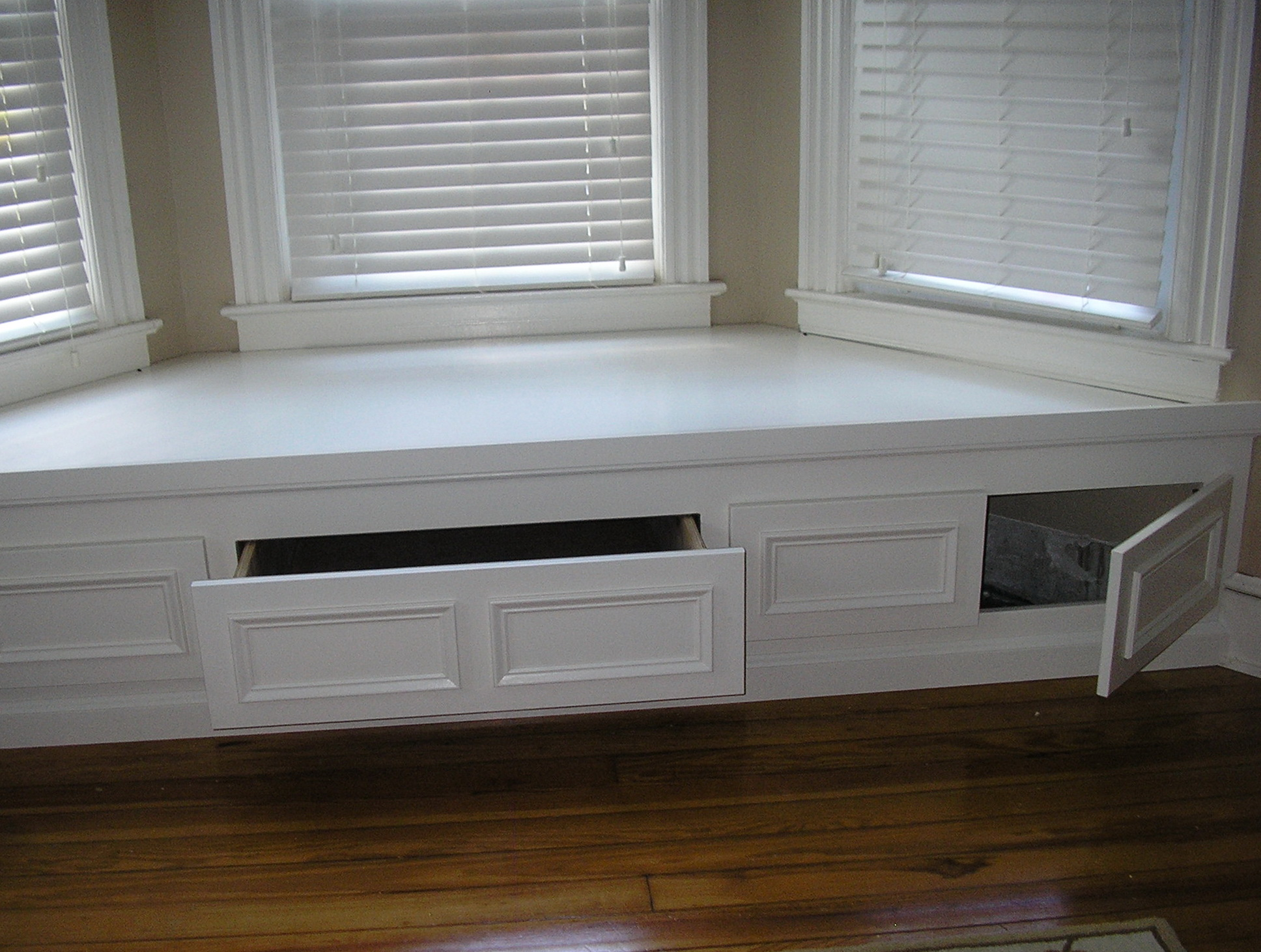 Bay window bench with storage home design ideas for Storage bay