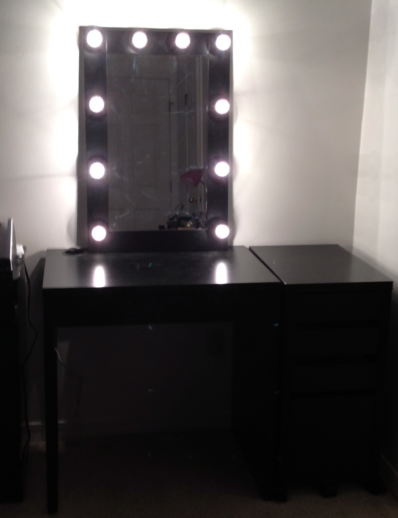 diy light up vanity mirror home design ideas. Black Bedroom Furniture Sets. Home Design Ideas