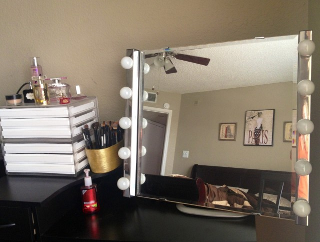 Diy Vanity Mirror With Light Bulbs