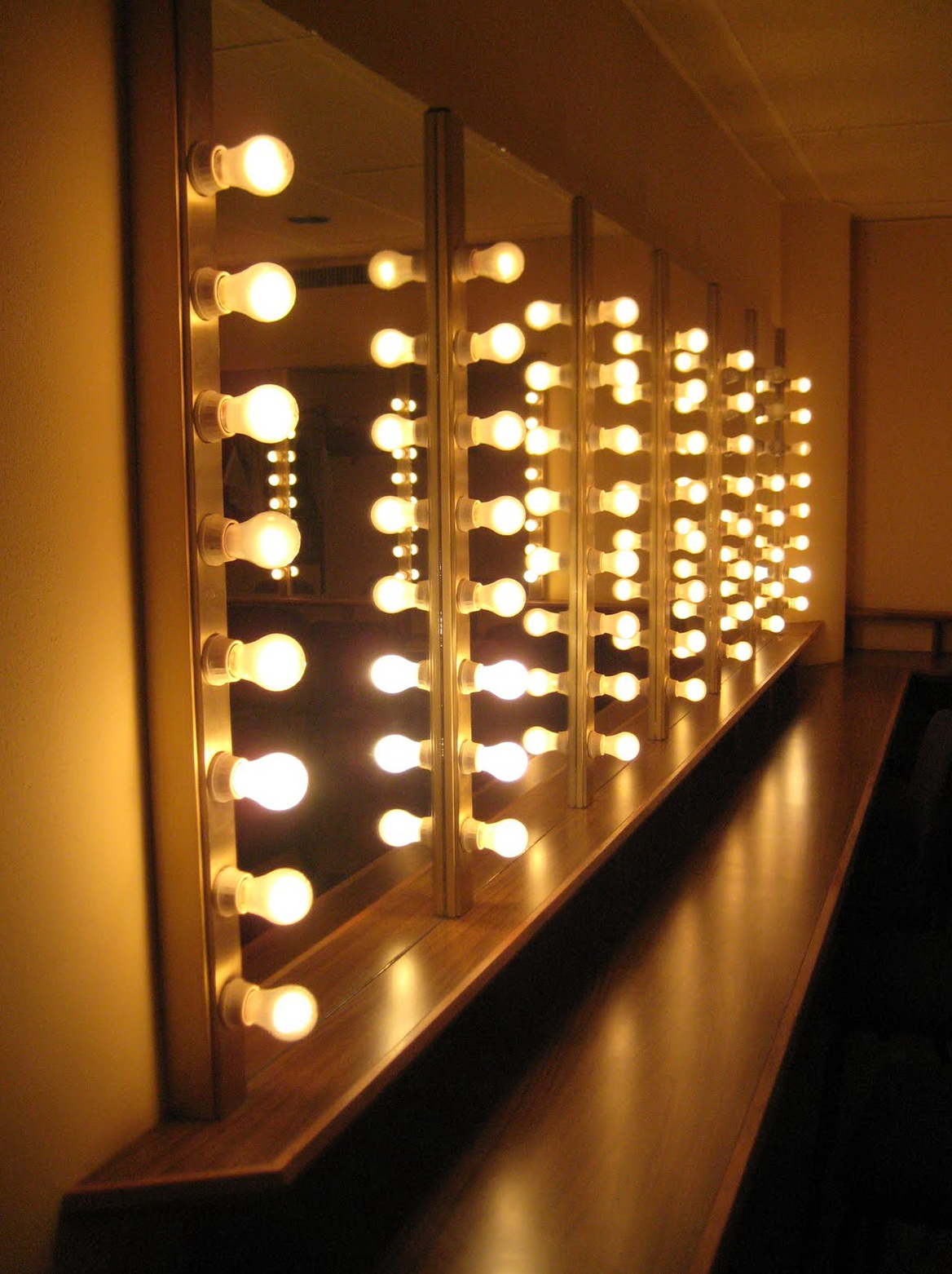 Dressing Room Mirrors With Lights Home Design Ideas