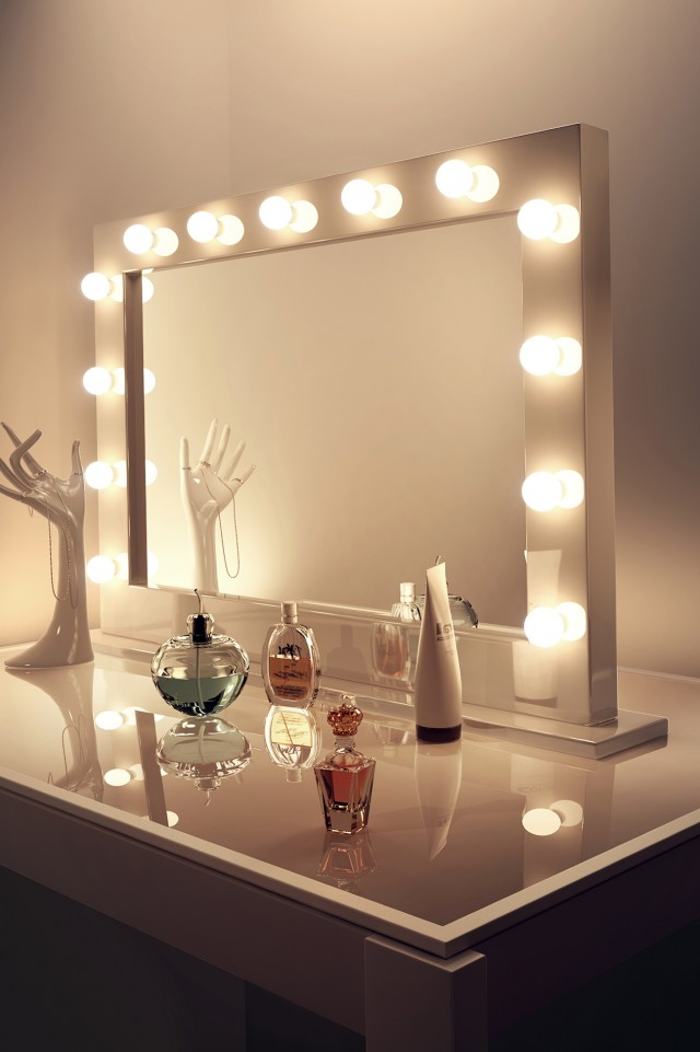 Makeup Mirrors With Lights Around Them
