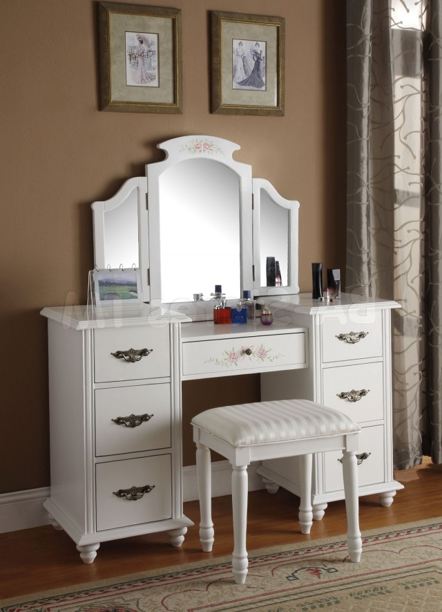 Mirrored Makeup Vanity Set