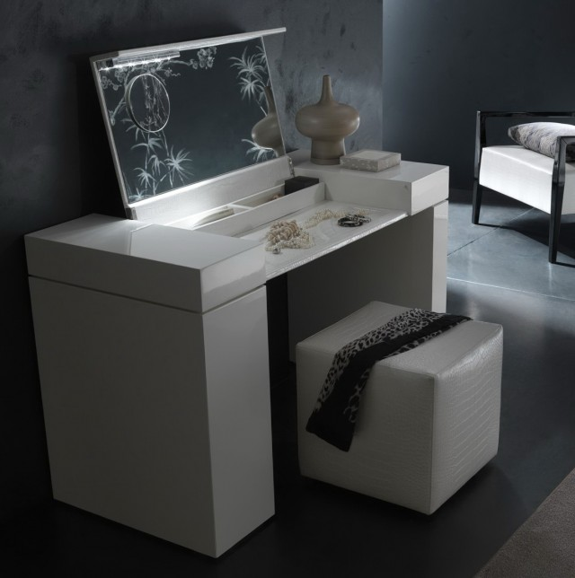 Mirrored Vanity Sets For Bedrooms