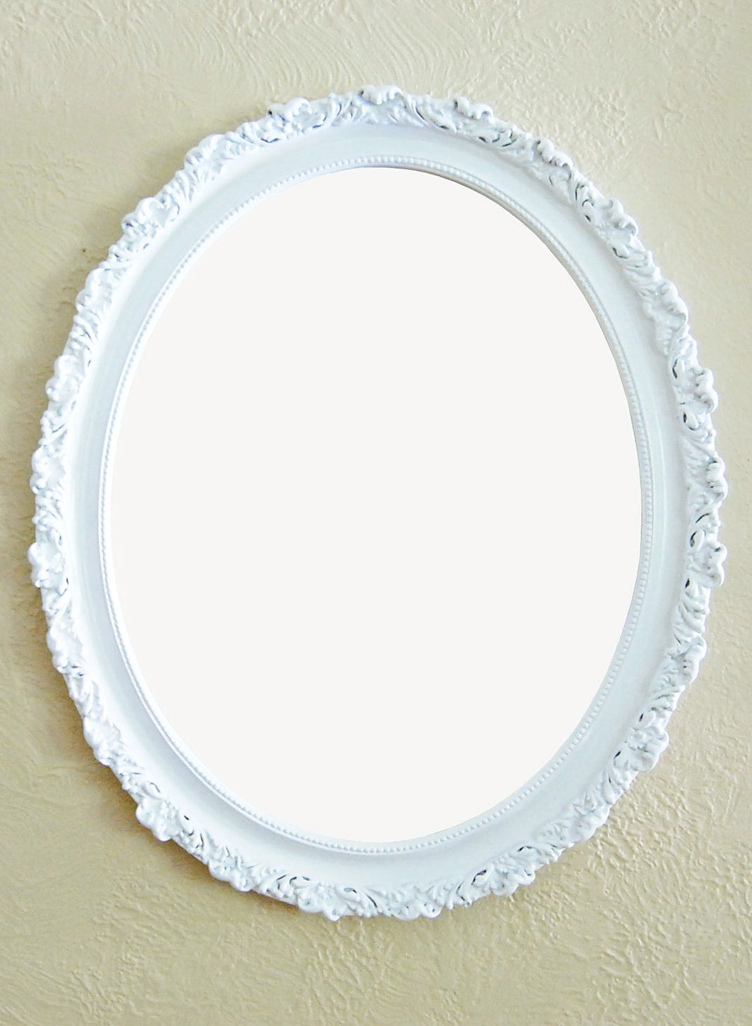 Oval mirror white frame