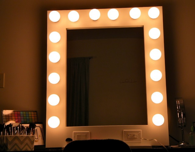 Vanity Mirror With Light Bulbs Around It