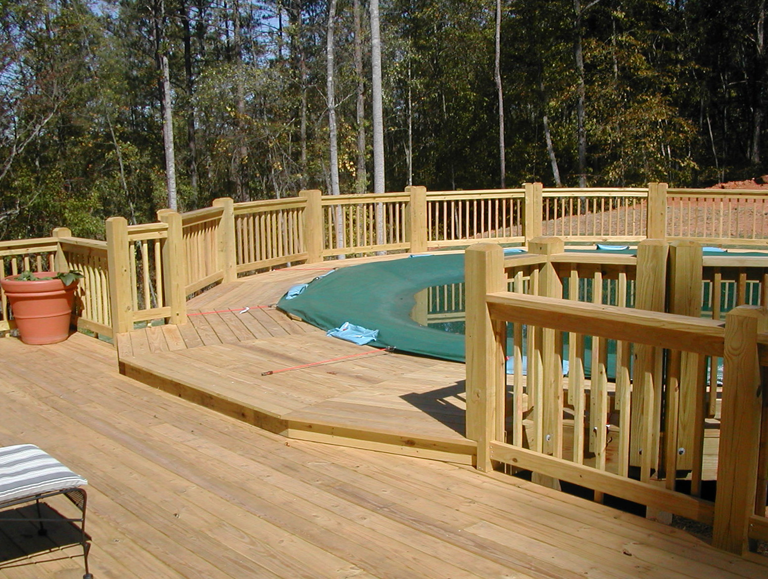 Above ground swimming pool decks plans home design ideas for Above ground pool decks home depot