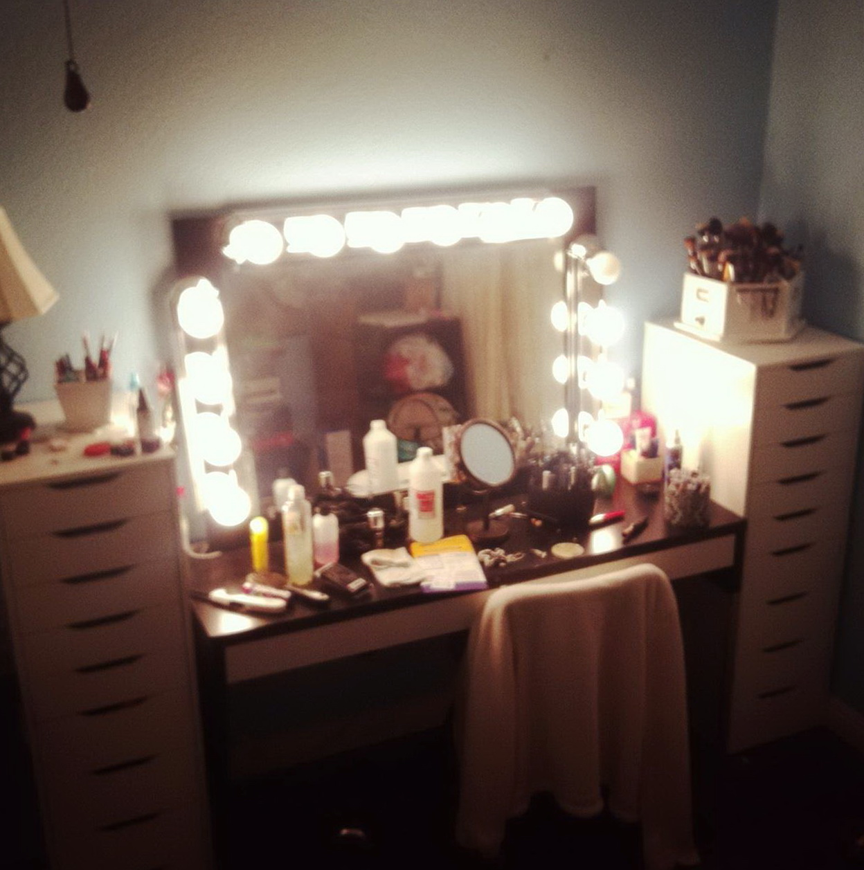 broadway lighted vanity mirror cheap home design ideas. Black Bedroom Furniture Sets. Home Design Ideas