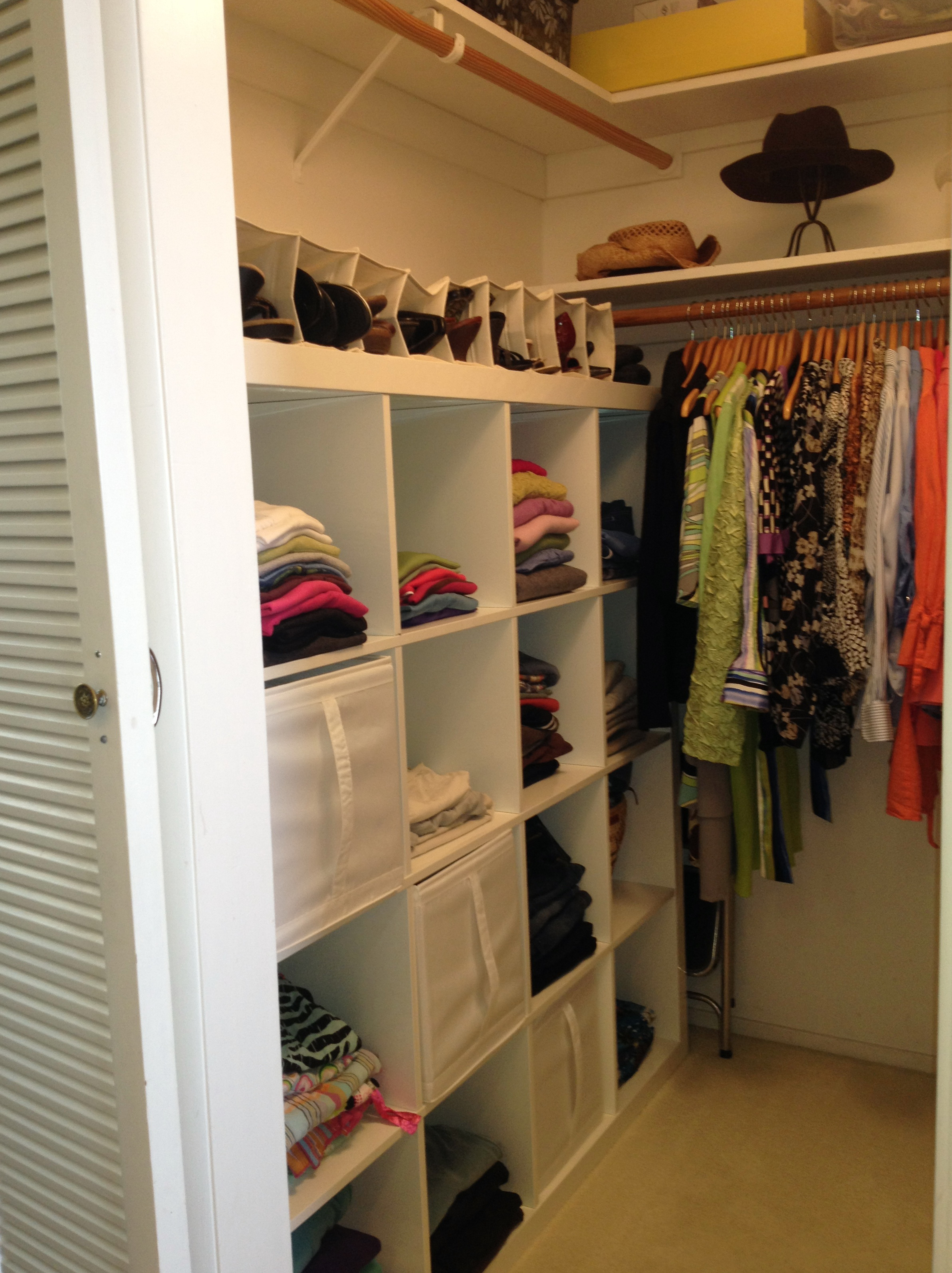 Closet organization ideas for small walk in closets home for Organizing ideas for closets