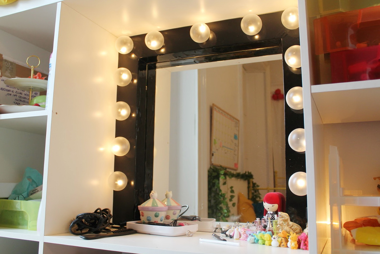Dressing Room Mirror With Light Bulbs