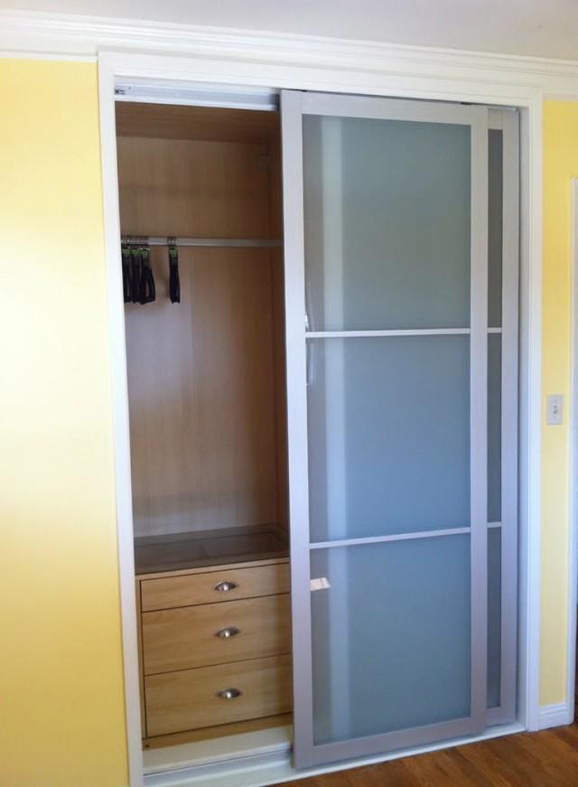 Sliding frosted glass closet doors ikea bypass closet for Ikea sliding barn doors