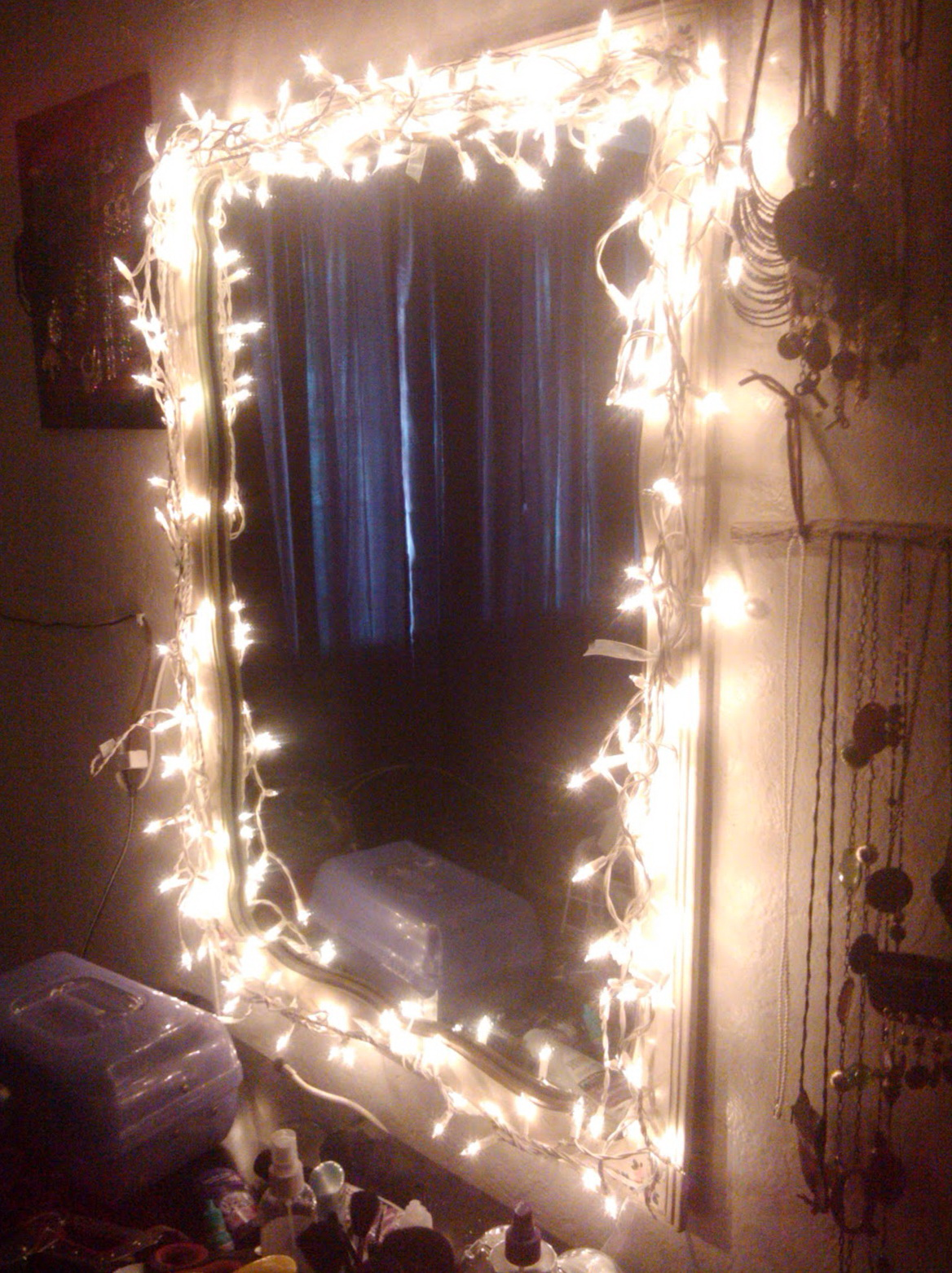 Mirror With Light Bulbs Around It