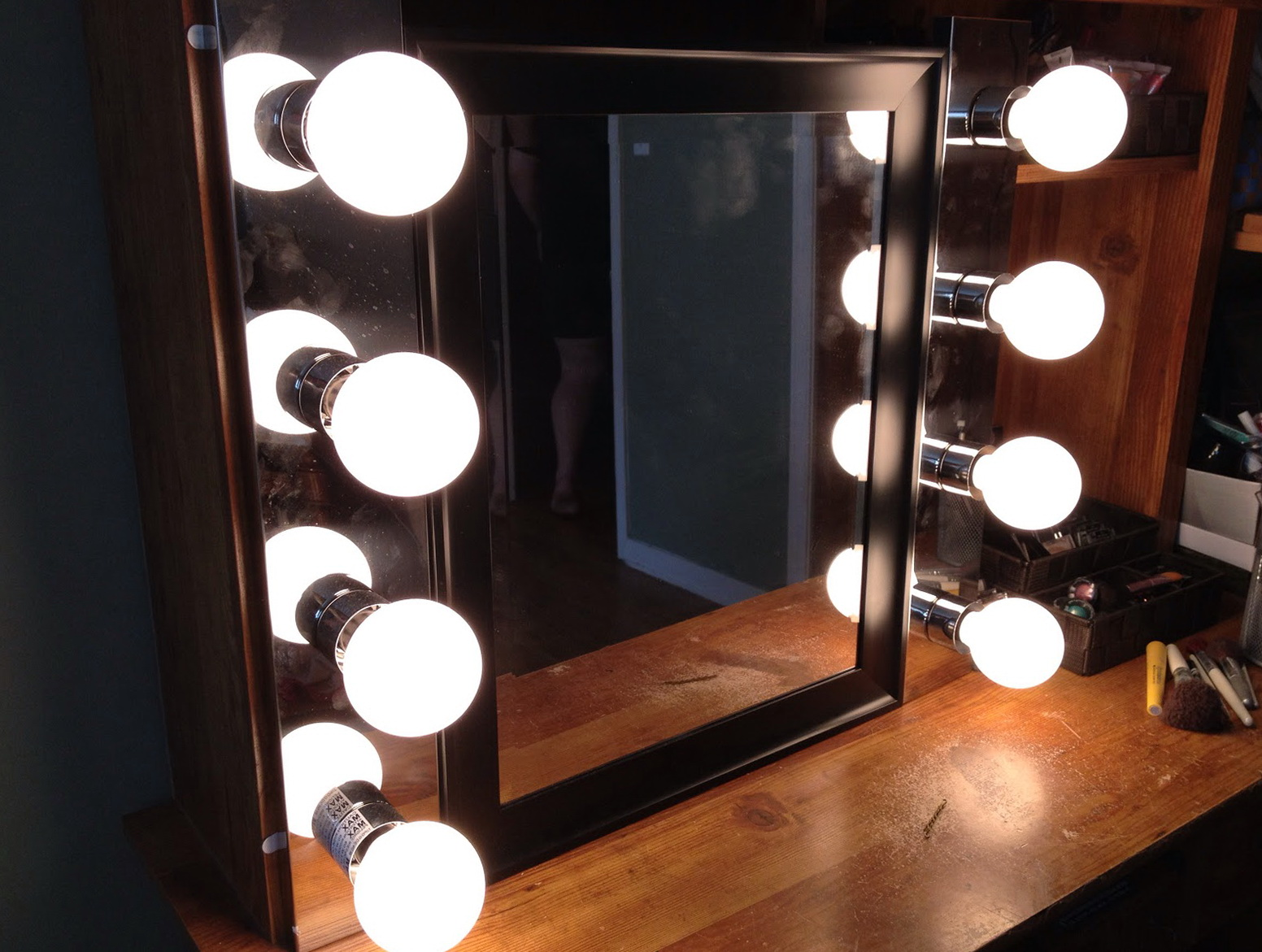 vanity mirror with light bulbs home design ideas. Black Bedroom Furniture Sets. Home Design Ideas