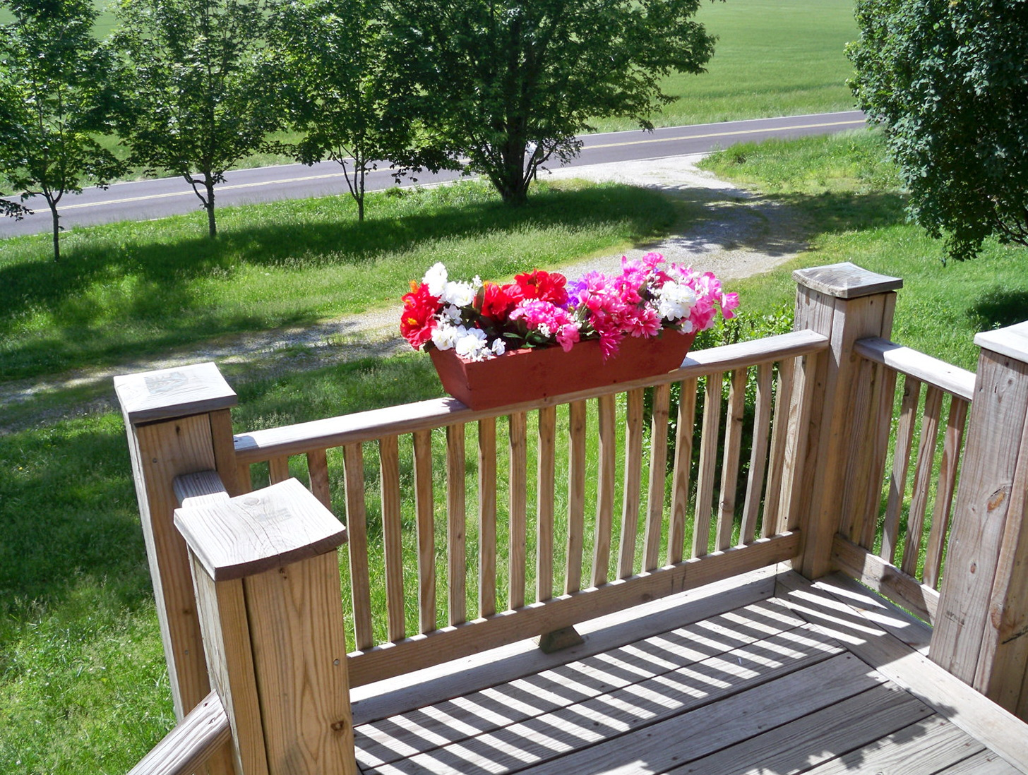 Deck flower boxes lowes home design ideas - Deck rail planters lowes ...