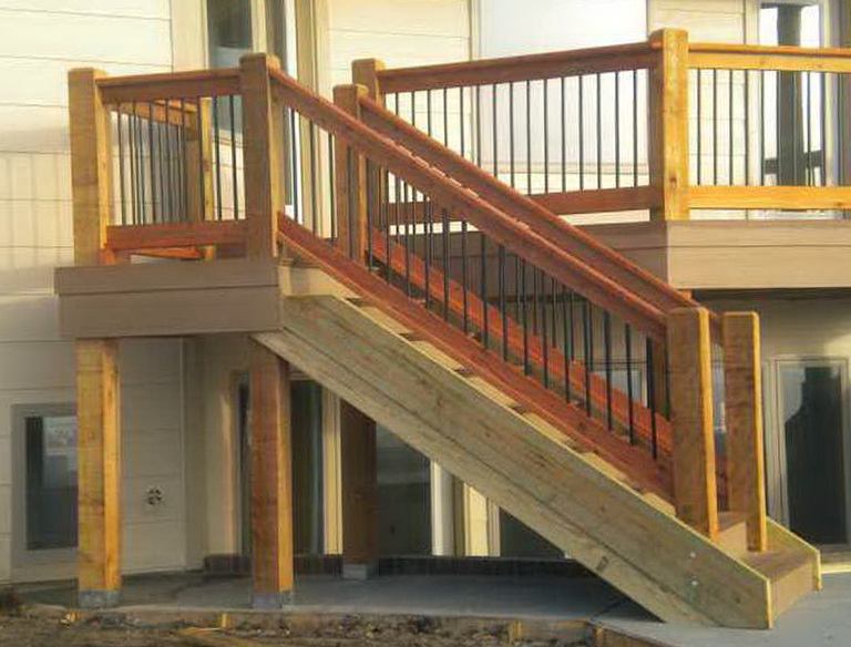Handrail height for deck steps decks com deck railing for Stair design code