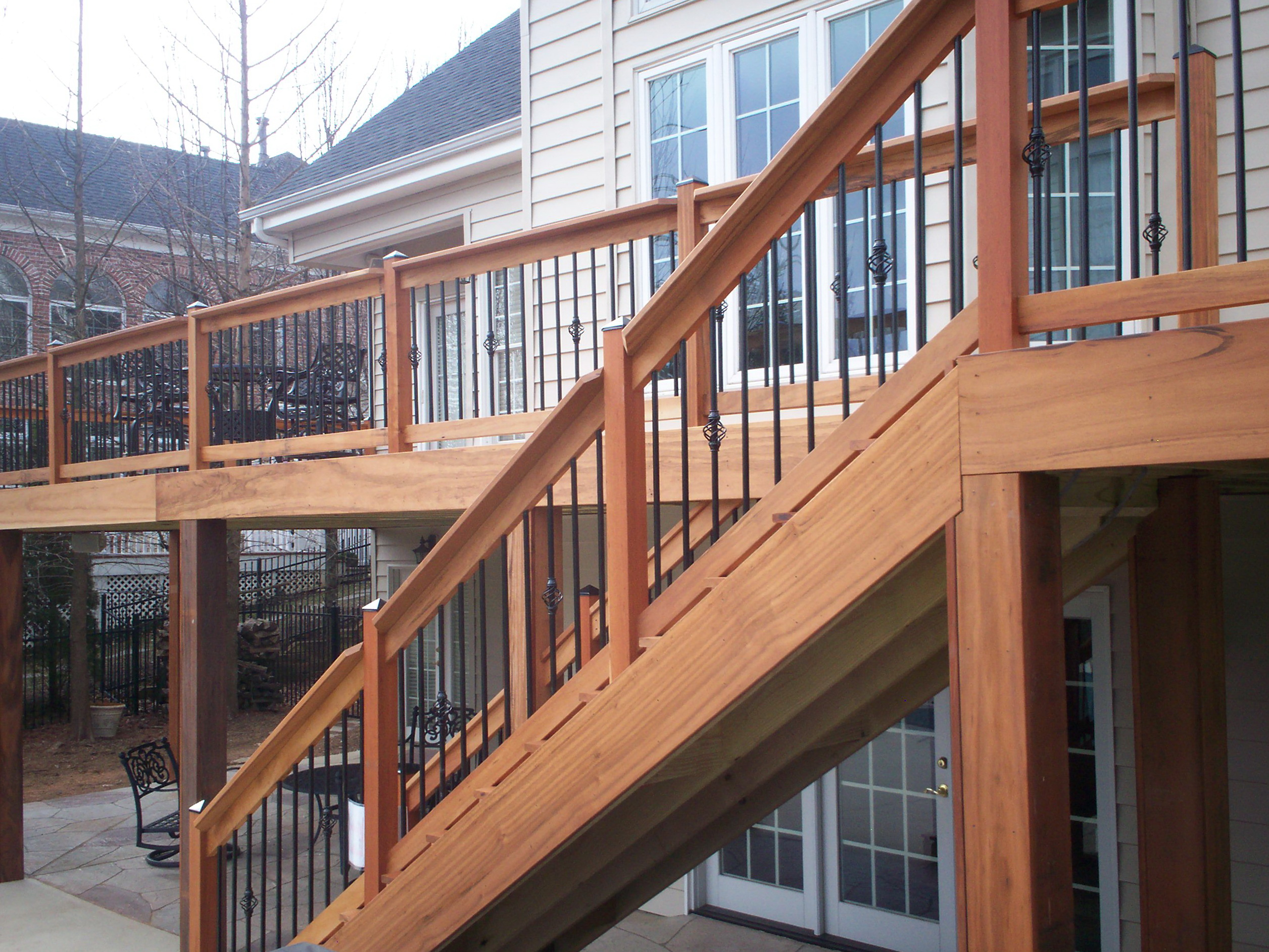 how to build deck railing with metal balusters