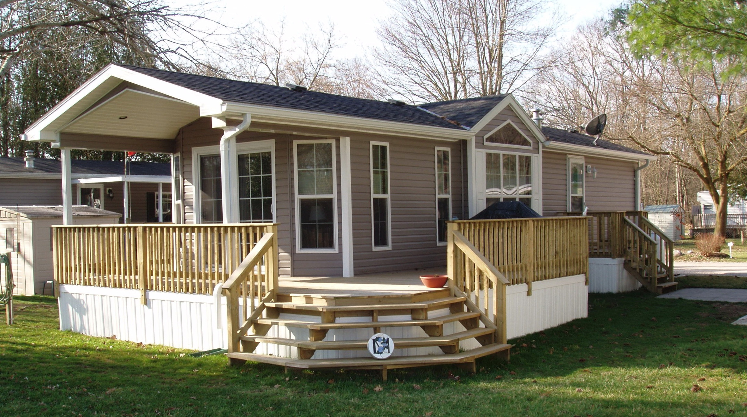 Mobile home deck pictures home design ideas for Wooden porches for mobile homes