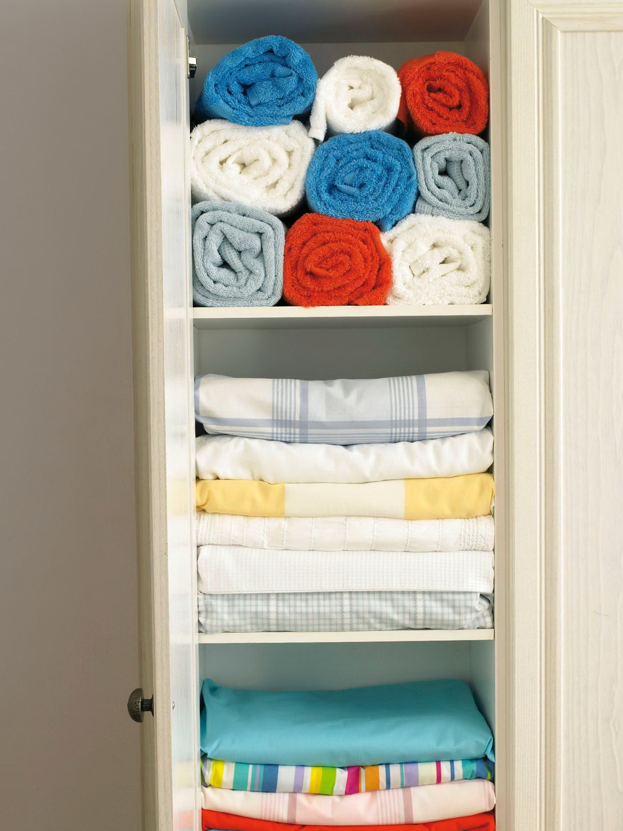 Organizing Your Linen Closet