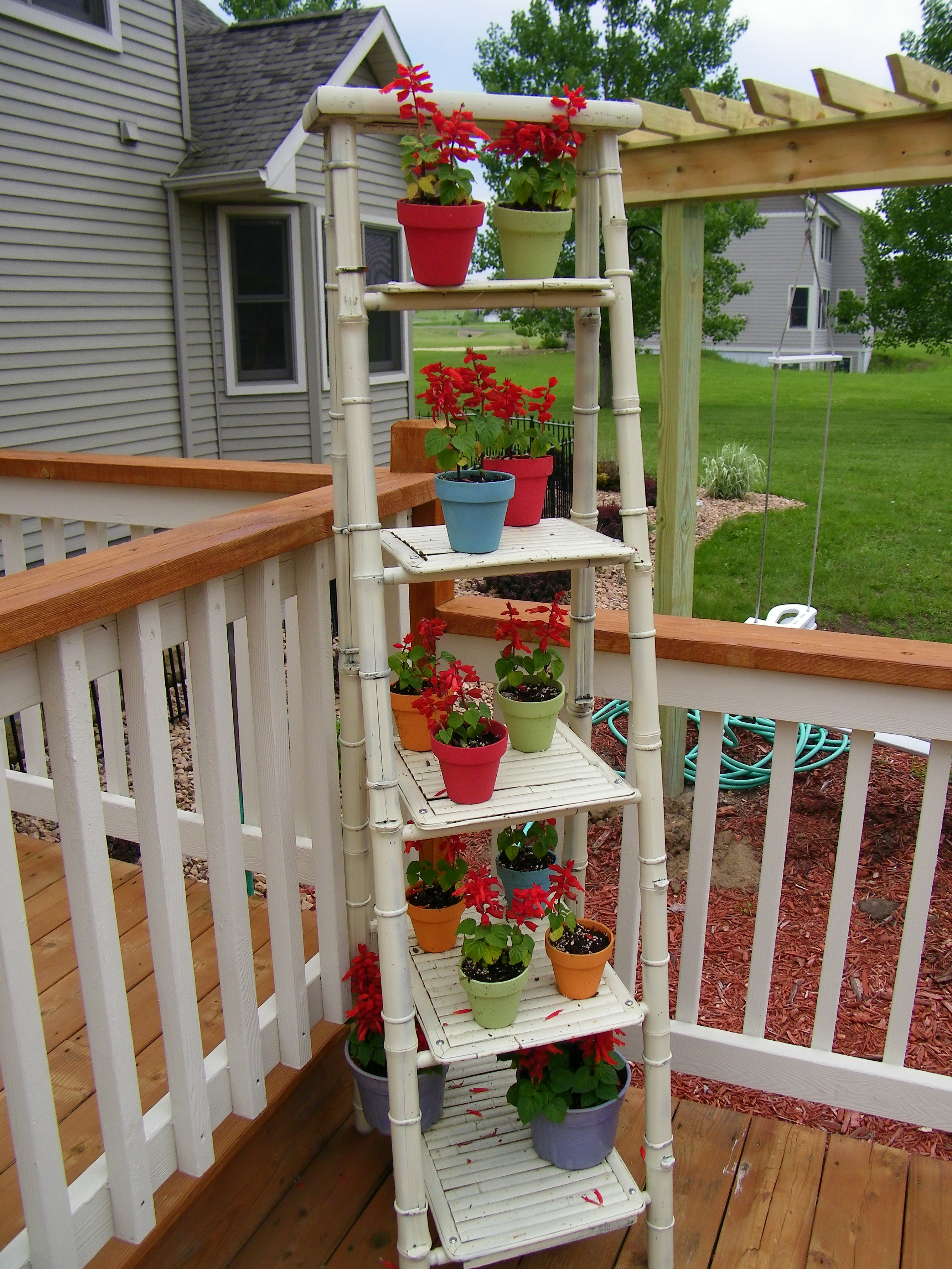 Lowes deck designer for a deck with a outdoor d how does a low deck lowes deck taking advantage - Deck rail planters lowes ...