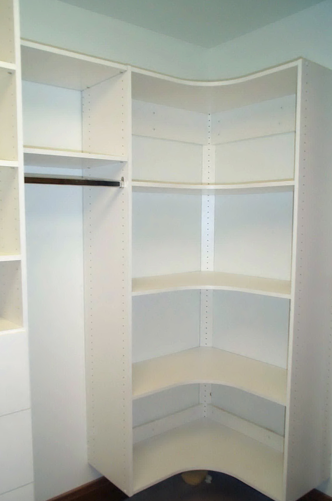 Small corner closet organizer home design ideas for How to design closet organizer