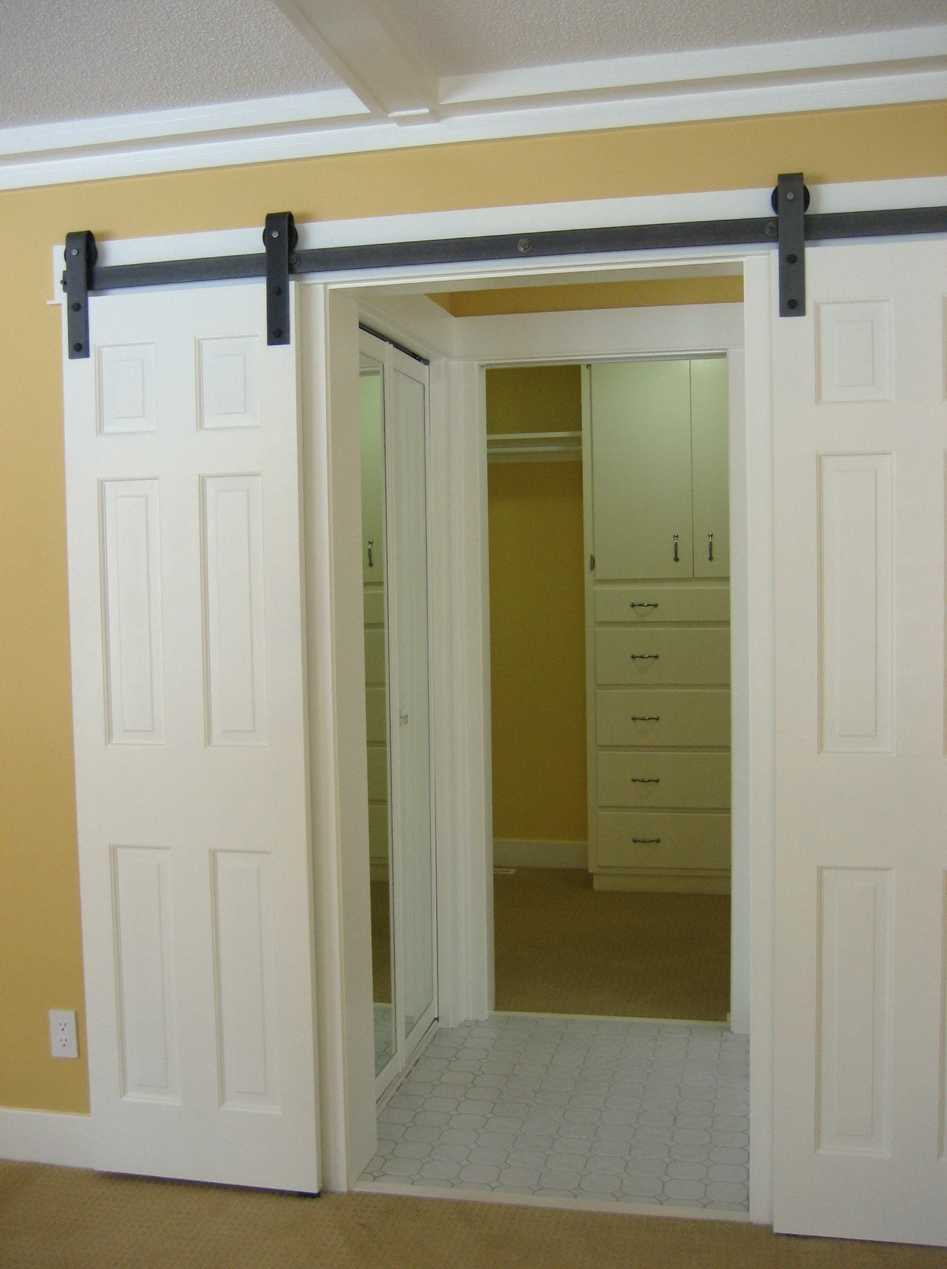 barn door style closet doors home design ideas. Black Bedroom Furniture Sets. Home Design Ideas