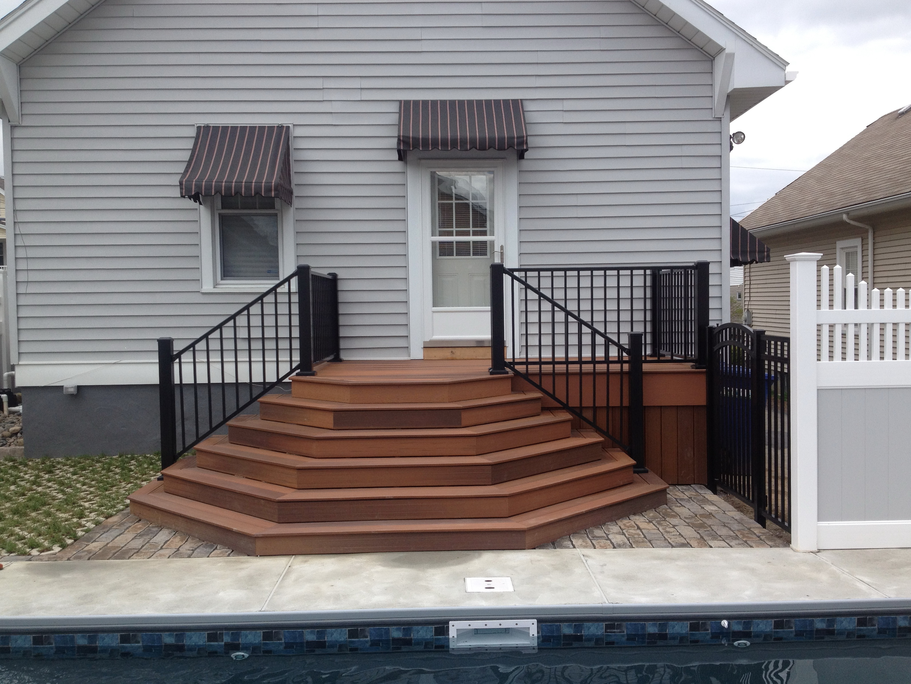 Composite deck railing reviews home design ideas for Composite deck material reviews