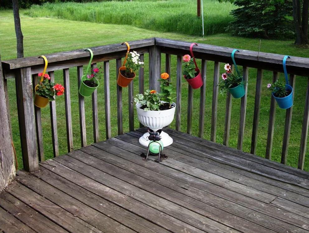 Deck railing planter brackets home design ideas - Railing planters lowes ...