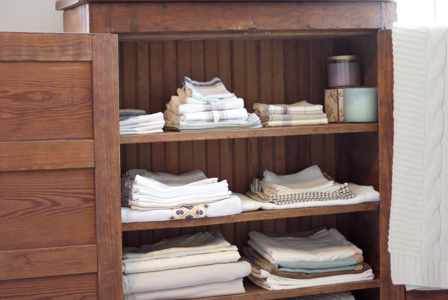 Linen Closet Shelf Organizers