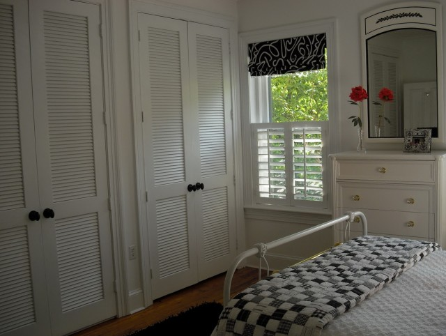 Plantation Louvered Sliding Closet Doors