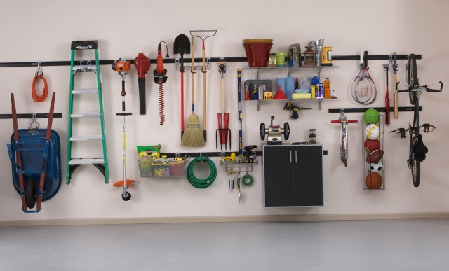 Rubbermaid Fasttrack Closet System