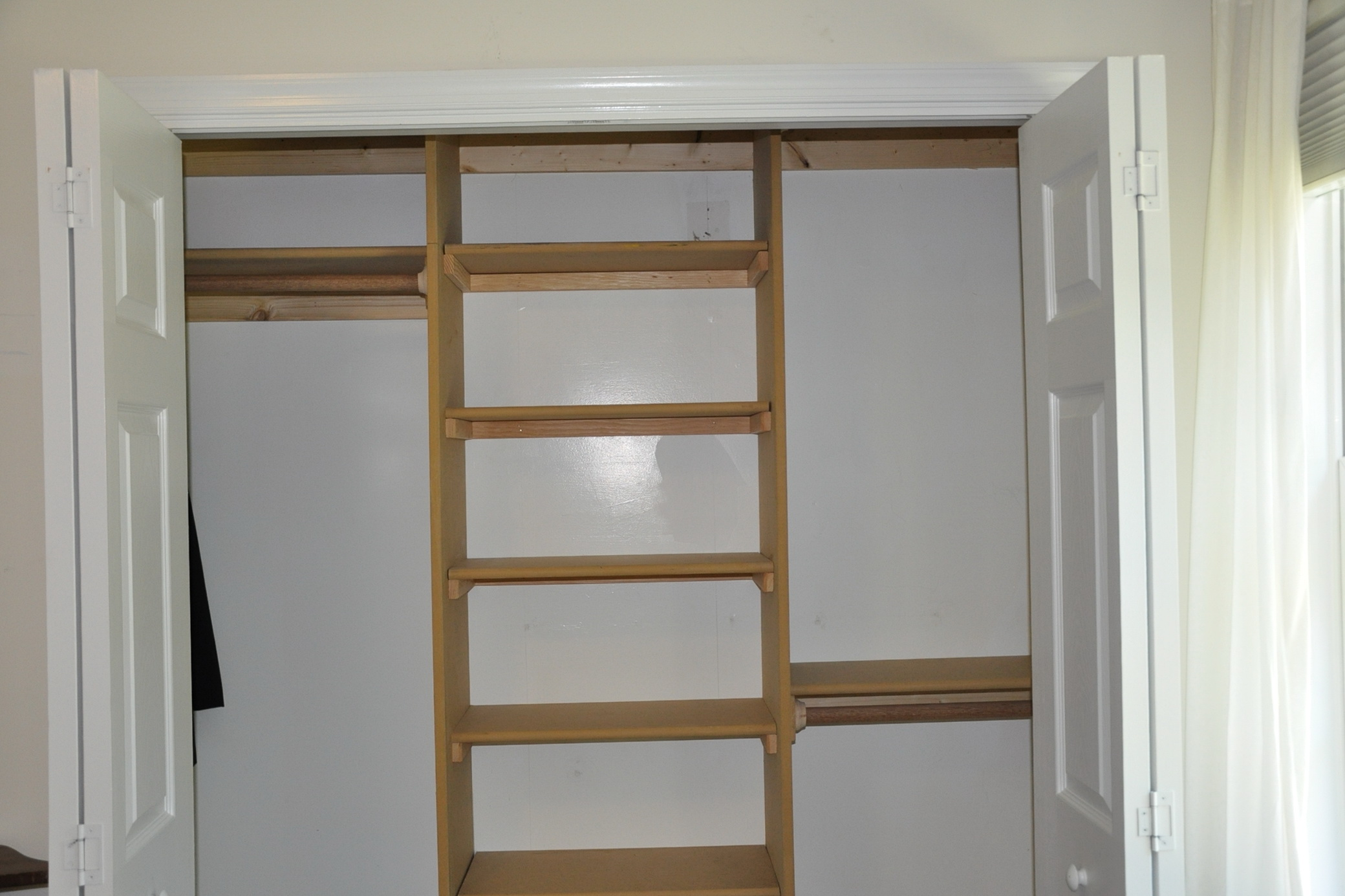 Small closet shelves ideas home design ideas for Closet shelving ideas