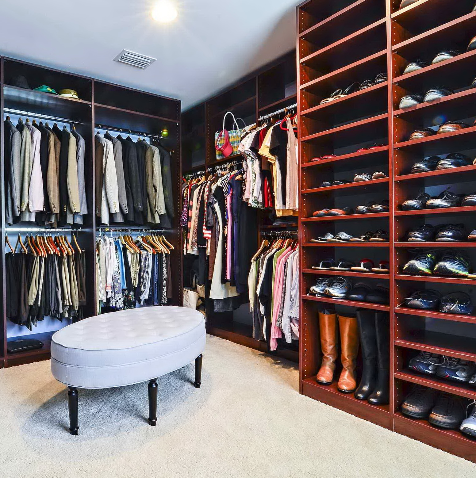 Small walk in closet design tool home design ideas for Closet layout design tool