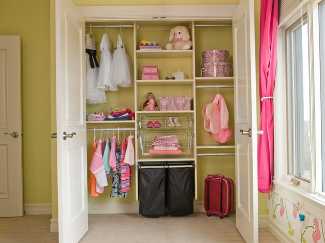 Small Walk In Closets For Girls