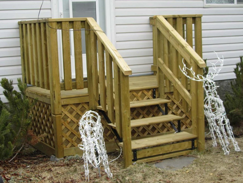 Wooden deck steps plans home design ideas for Small wood porch designs