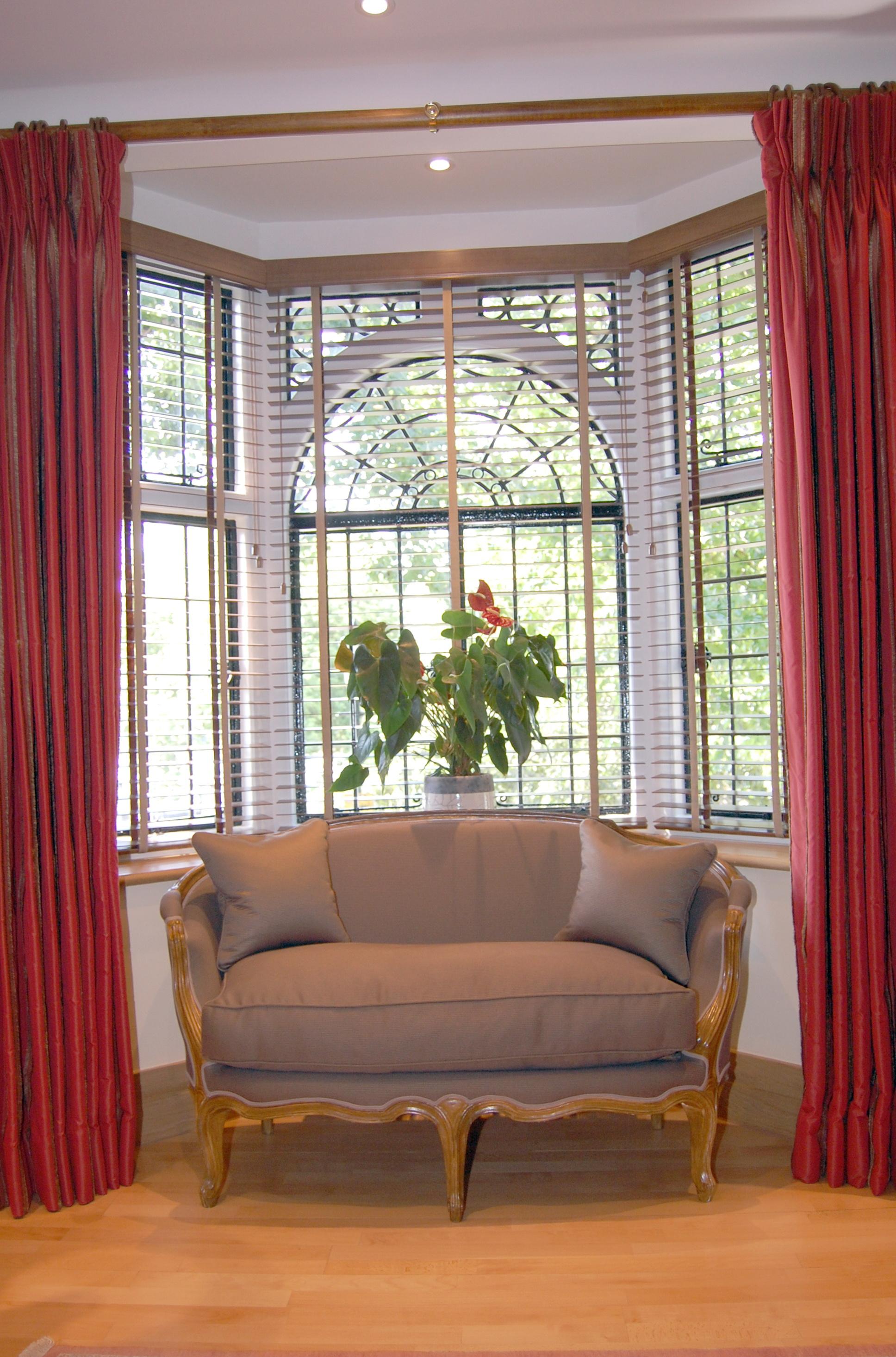 Bay window curtains ideas home design ideas for Curtain designs for bay windows