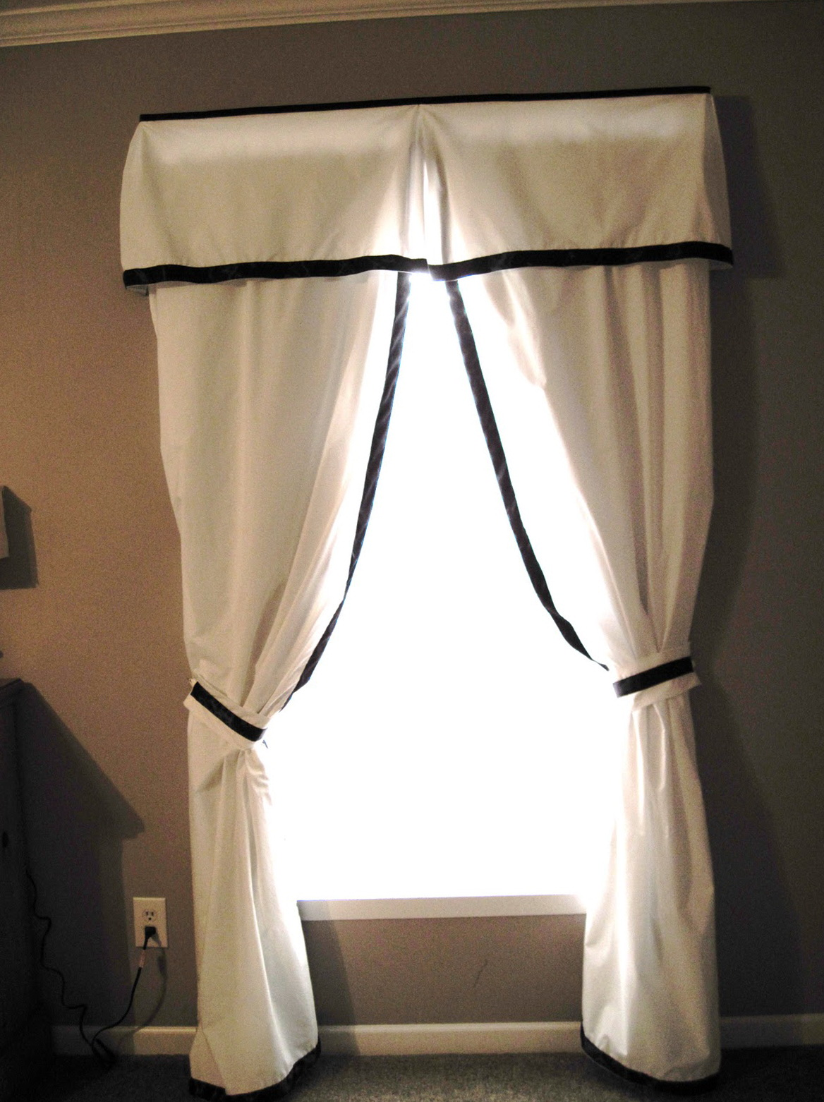 Bedroom curtain ideas small windows home design ideas Bedroom curtain ideas small windows