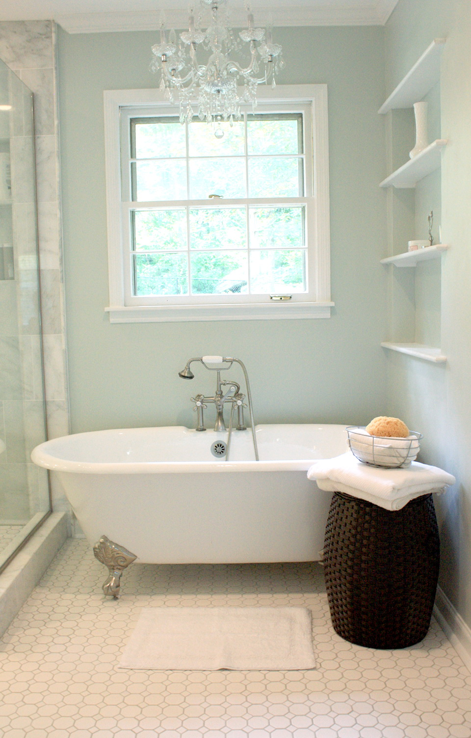 Chandelier Over Clawfoot Tub Home Design Ideas
