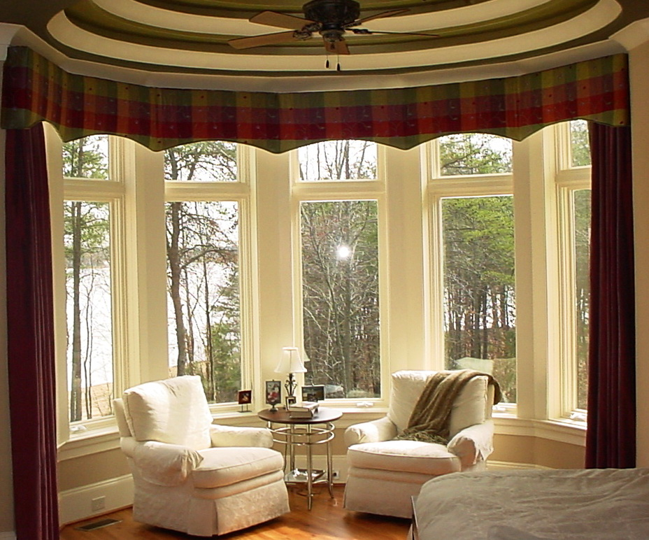 Curtains for bay windows ideas home design ideas for Curtain designs for bay windows