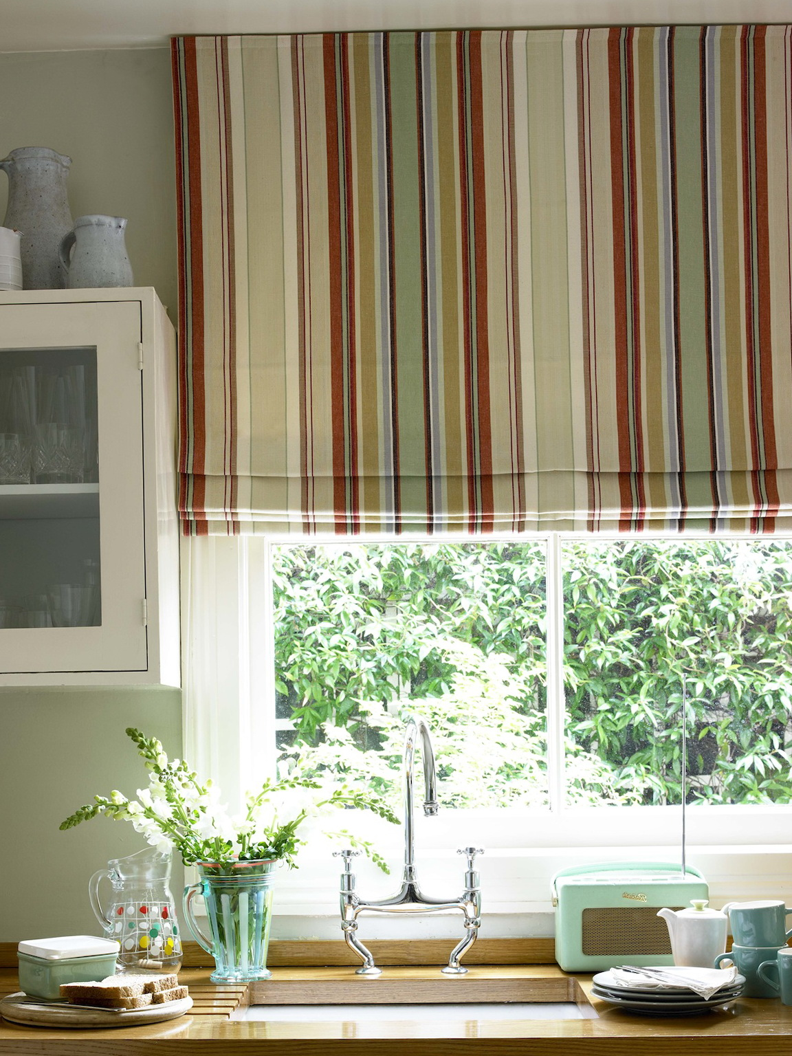Blinds and curtains for kitchen home design ideas - Designer kitchen blinds ...